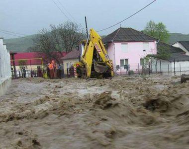 Cod galben de inundaţii în 17 judeţe, până la ora 18.00