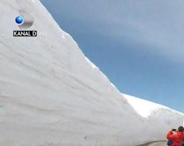 VIDEO | Zi de zapada inalt de 16 metri. Imagini impresionante