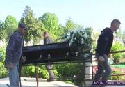 ȘOC! Ce i-au pus prietenii în coșciug lui Răzvan Ciobanu cu o noapte înainte de înmormântare! Avem toate detaliile