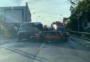 Patru persoane, transportate la spital în urma unui accident produs la Târgu Jiu, fiind implicate un microbuz şi un autoturism
