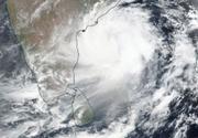 Cel mai puternic ciclon care a lovit India în ultimii cinci ani a ucis cel puţin 12 oameni înainte de a ajunge în Bangladesh