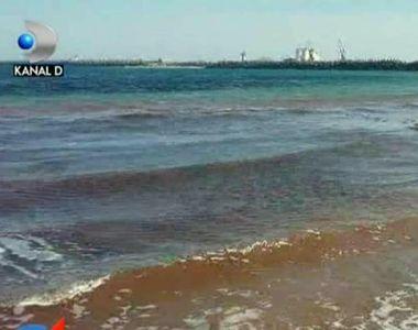 VIDEO   Fenomen ciudat pe litoral. Marea Neagra a devenit rosie