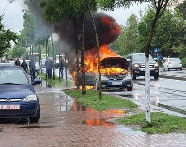 Mașină în flăcări, în Capitală