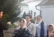 VIDEO | Preotul care isi plesneste credinciosii cu aghiasma