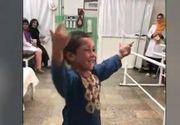 Baiatul care danseaza dupa ce a primit o proteza la picior, viral pe internet