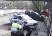 VIDEO | Bataie in toata regula intre politisti si un barbat violent