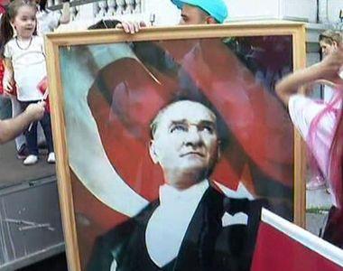 VIDEO | Tinerii din Turcia celebreaza Ziua Nationala a Tineretului si Sportului