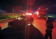 Opt persoane, între care patru copii, rănite după ce un microbuz şi un autoturism s-au ciocnit