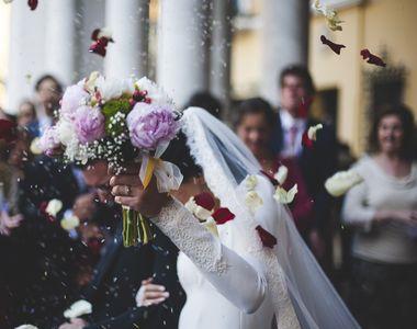 Bătaie incredibilă la o nuntă din București. Angajații restaurantului s-au încăierat cu...