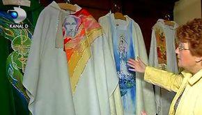 VIDEO | Papa Francisc, imbracat de un designer roman