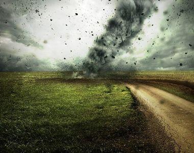 ANM: Ploi torenţiale, descărcări electrice, intensificări ale vântului şi grindină,...