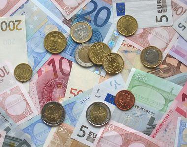Euro a scăzut spre 4,76 lei. Francul elveţian, la cel mai ridicat nivel din ultimele 7...