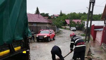 ISU Bucureşti: 134 de intervenţii pentru extragerea apei, cele mai afectate zone fiind sectoarele 2 şi 3 şi Pantelimon