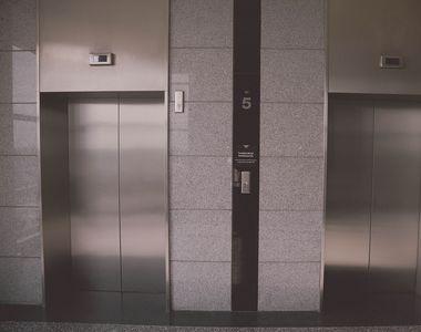 """A murit decapitată într-un lift!""""Capul i-a rămas la parter, iar trupul a ajuns la..."""
