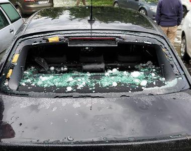 VIDEO | Mașini distruse de grindină în Zalău