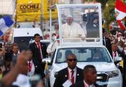 Papa in Romania 2019. Veşmintele pe care le va purta la Bucureşti şi Şumuleu Ciuc
