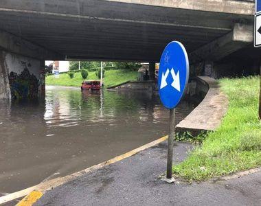 VIDEO | Strazi inundate după o ploaie torențială, în Cluj-Napoca
