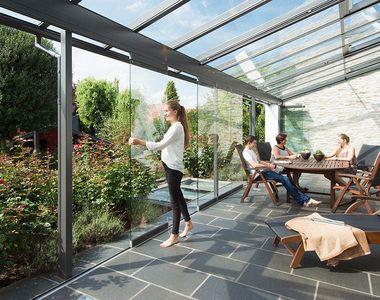 Sisteme de închidere terase și balcoane – soluții eficiente, pentru clădiri moderne