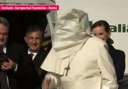 Papa în România 2019. Moment amuzant la urcarea Papei Francisc în avionul care îl aduce în România