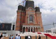 Papa în România 2019. Șantier la Catedrala Mântuirii Neamului, cu câteva ore înainte de sosirea Suveranului Pontif! Construcțiile neterminate, mascate cu mash-uri