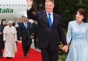 Papa în România 2019! Cine a creat tinutele pe care le-a purtat Carmen Iohannis la ceremoniile dedicate vizitei Papei Francisc în România!