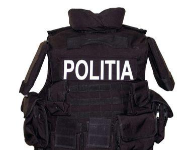 Acolo unde legea plătește taxă de protecție, nu vesta antiglonț, ci uniforma trebuia să...