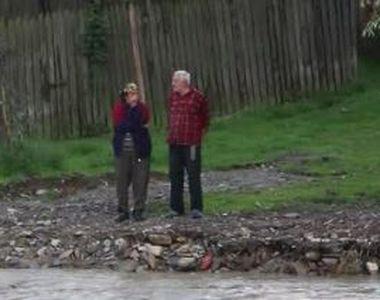 VIDEO | Izolați de lume, după inundații