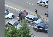 Comportament inuman! Un şofer din Galaţi a târât pe şosea un câine legat de maşină