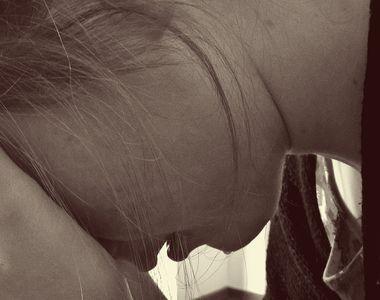 Adolescentă din Suceava, batjocorită după ce a fost luată cu forța de pe stradă!