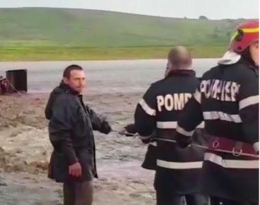Clipe de coșmar pentru un bărbat din Botoșani. Tractorul în care se afla a fost...