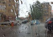 Avertizări cod galben şi portocaliu de ploi torenţiale şi vijelii în mare parte a ţării