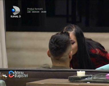 Scene incendiare la Puterea Dragostei. Bianca a făcut striptease și l-a sărutat pe...