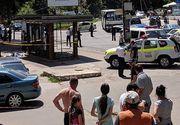 Accident teribil! Un șofer a intrat cu mașina într-o mulțime ce se afla în stația de autobuz
