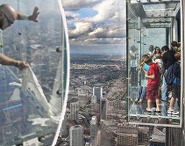 VIDEO | Români, pe pasarela crăpată la 412 metri