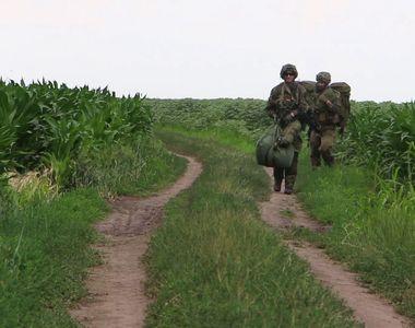 Militar american, rănit la cap după o parașutare de noapte lângă aerodromul Boboc