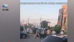 VIDEO | Bătaie ca-n filme pe o stradă din Iași. Mai mulți tineri și-au împărțit pumni și picioare sub ochii trecătorilor