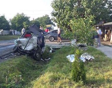 Un poliţist aflat în timpul liber a provocat un accident în care două persoane şi-au...