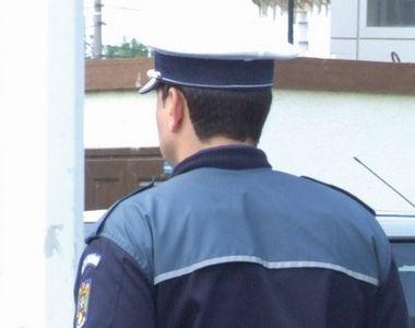 Poliţist din Timiş, lovit cu piciorul de un bărbat încătuşat, care fusese prins în timp...