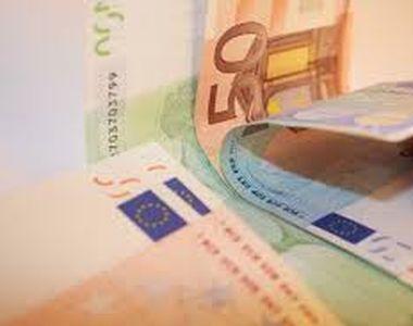 Euro a urcat spre 4,73 lei. Aurul, la cel mai mare nivel din ultimii 7 ani