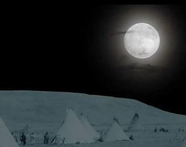 """VIDEO   Luna """"Căpșună"""", spectacol pe cer"""
