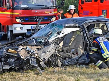 Accident mortal pe o șosea din Germania. Bolidul de 35.000 € făcut praf