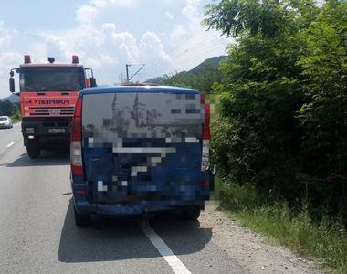 Accident de proporții în Caraș Severin. 13 persoane implicate