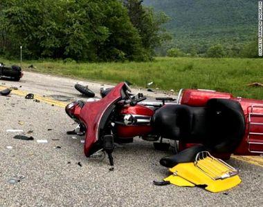 Șapte motocicliști și-au pierdut viața după ce o camionetă a intrat pe contrasens și...