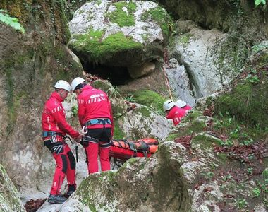 Incident în Bucegi. Un tânăr ranit a avut nevoie de ajutorul salvamontiștilor iar un...