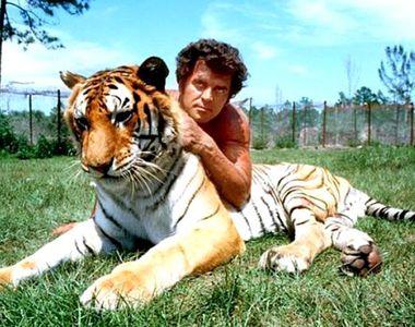 Steve Hawkes, actorul care l-a interpretat pe Tarzan s-a stins din viață