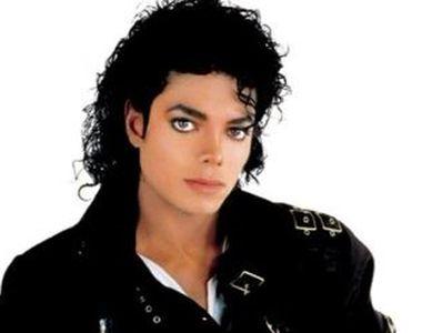VIDEO | Zvon: bijuterii cu cenușa lui Michael Jackson, purtate de copiii săi
