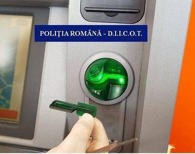 Doi bulgari au fost prinşi în timp ce instalau dispozitive tip skimmer la un bancomat...