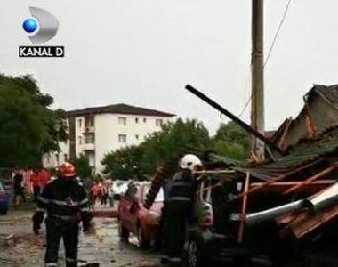VIDEO   Cod roșu de vijelii. Rafalele puternice au smuls acoperișuri