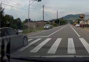 Doi copii, la un pas de a fi spulberați pe trecerea de pietoni de un șofer care depășea pe trecerea de pietoni