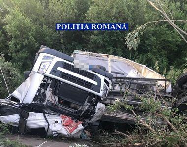 Vâlcea: Un TIR plin cu 20 de tone de ciocolată a căzut în râul Olt; şoferul, cetăţean...
